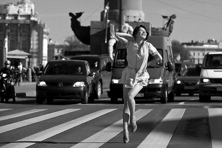 Голая женщина в ходьбе смотреть хорошая