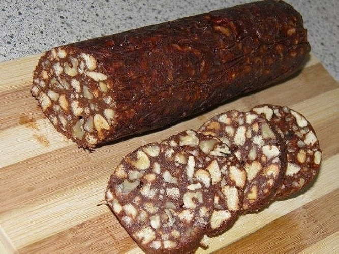 Как приготовить колбаску с печеньем и какао