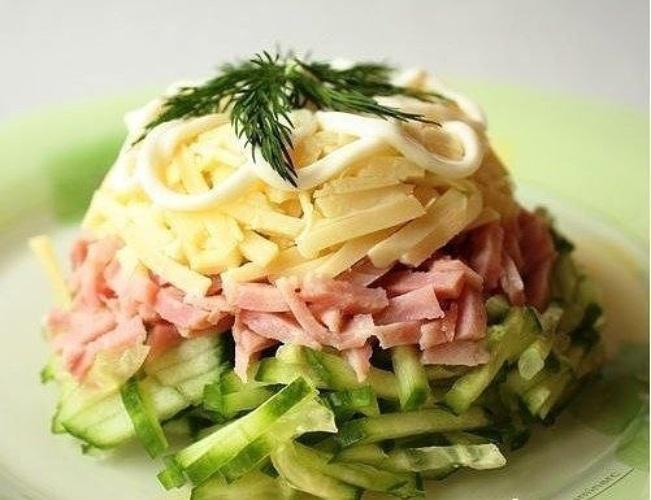 Салат из ветчины и курицы рецепт