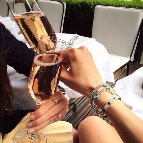 За счастье не пьют тост