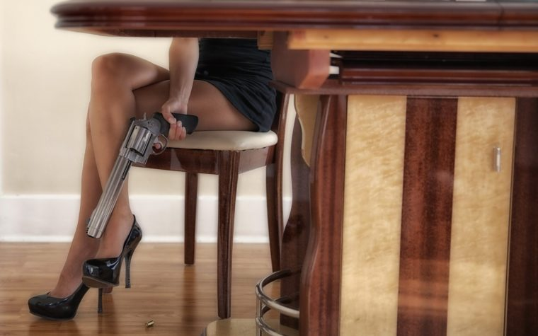 pod-stolom-u-nee
