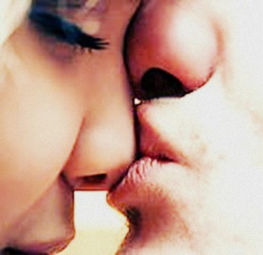 целуются девушки фото нежно