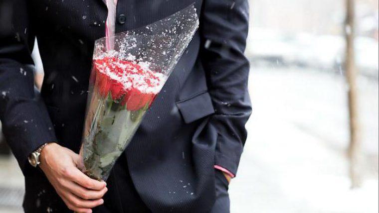 Приснилось незнакомец подарил цветы